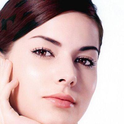 How to remove false eyelashes?
