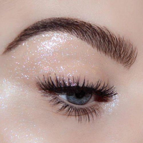 5 Tips to Fake Long, Thick Eyelashes (Without Falsies)