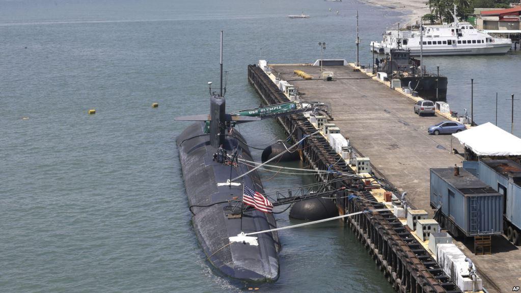 hydropneumatic submarine fender