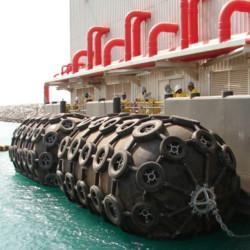 50KPa Floating Pneumatic Rubber Fender for LNG Jetty with BV CCS ABS Certificate