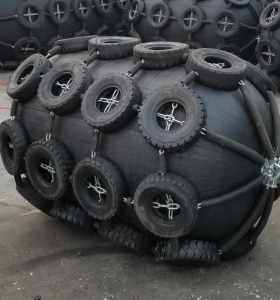 Floating 80 50kpa Pneumatic Fender for Ship Vessel with Chain Net
