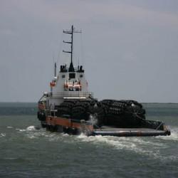 Marine Vessel Ship Yokohama Pneumatic Rubber Fender with Chain and Tire Net
