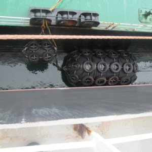 Marine Vessel Ship Yokohama Pneumatic Rubber Fender with Chain and Tire Net