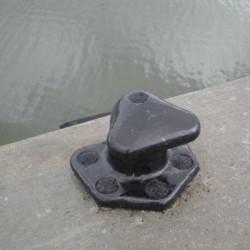 Marine Tee Bollard Cast Iron Mooring Bollard For Steep Angle Mooring