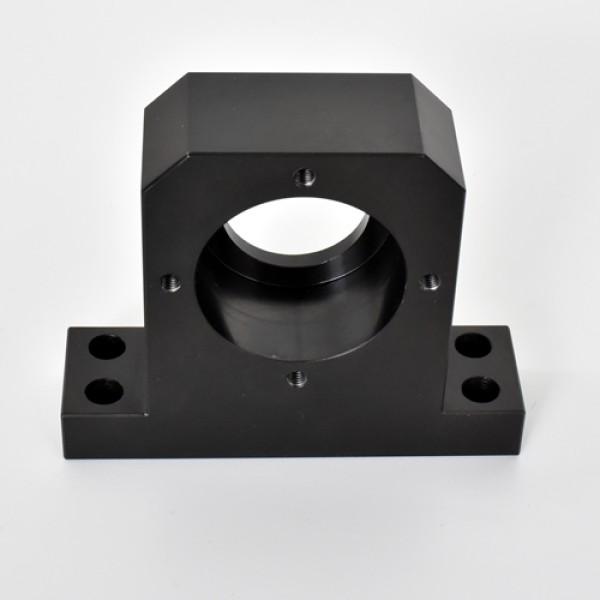 Schwarzfärbende Oberflächenbehandlung nach Präzisionsteilbearbeitung
