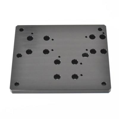 Anodizzazione nera delle parti in alluminio