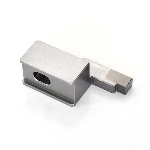 Materiale SKD11 e materiale superduro dopo la saldatura di parti lavorate di precisione