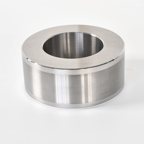 Levigatura e lucidatura precisa dei materiali SUJ2