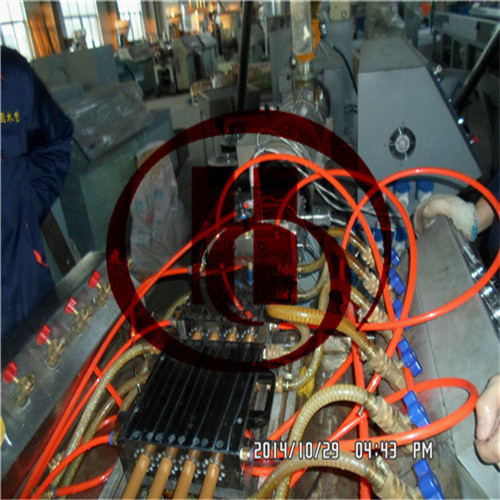 Four cavity WPC pipe making machine for broomstick