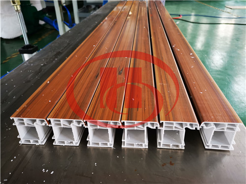 PVC window profile machine with co-extrusion technology to make wooden grain directly
