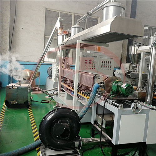 Moisture exhuasting for WPC granulation machine