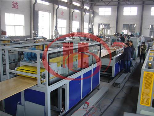 Ligne de production de porte de WPC