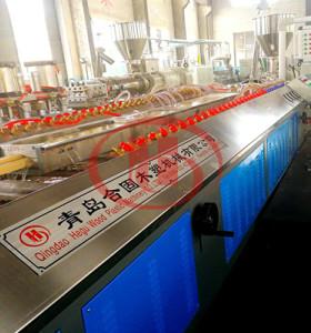Machine de production de porte de WPC