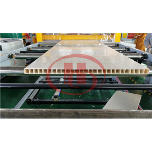 Machine de fabrication de porte en PVC
