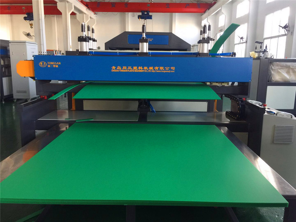 PP hollow sheet cutting machine