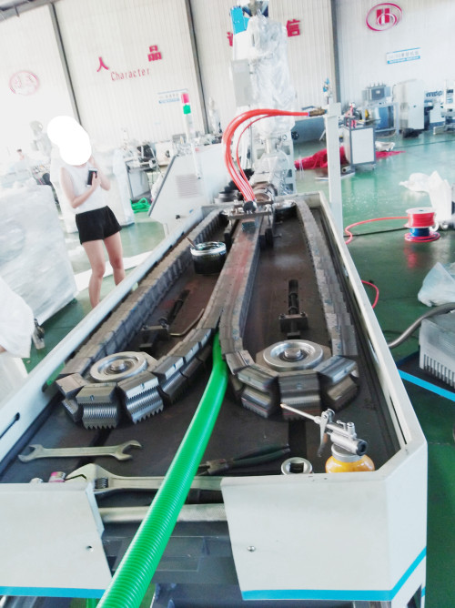 EVA Plastique Ondulé Pipe Making Machine pour tuyau d'évacuation machine à laver