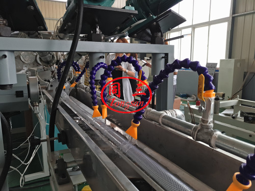 Tuyau d'arrosage en PVC fabrication machine avec fibre renforcée pour l'eau à haute pression