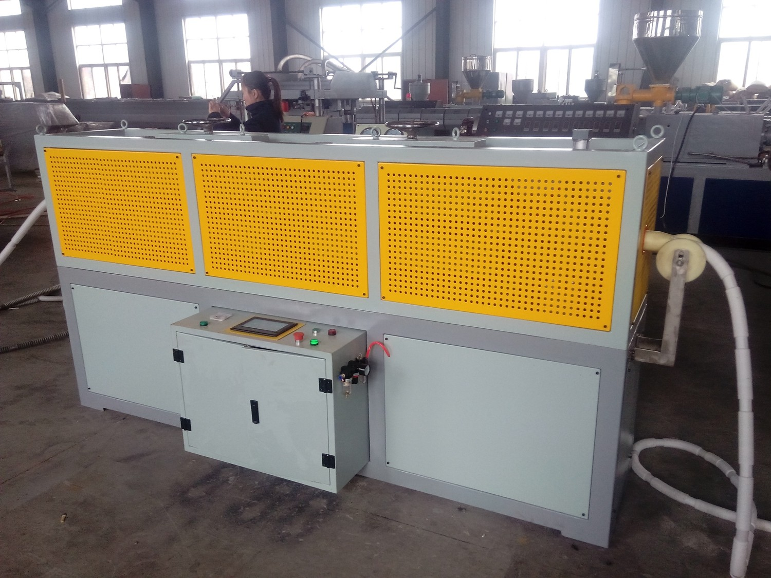 Magic corrugated pipe manufacturing machine with auto folding and cutting device