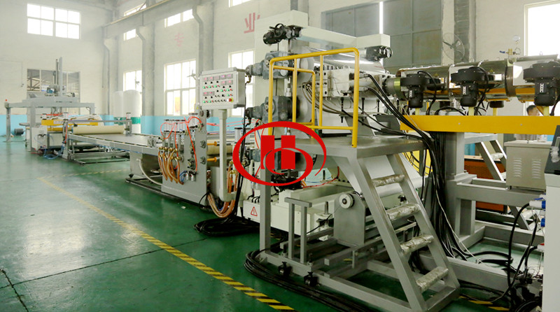 PP PVC WPC sheet plate extrusion machine