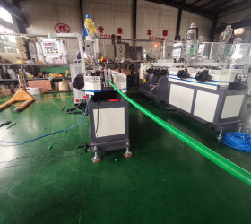 Plastic corrugated pipe extruder machine for making hose with joint