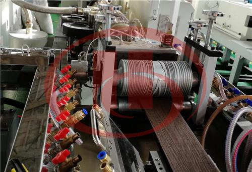 machine en plastique de bois