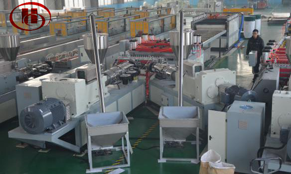 Extruder for WPC foam board making machine