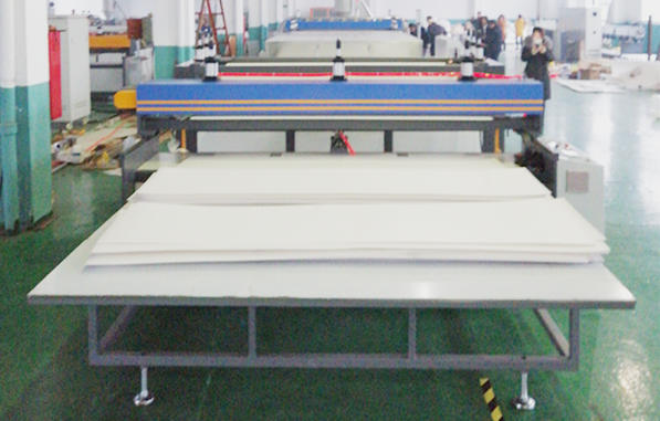 Auto cutter for PP corrugated sheet machine