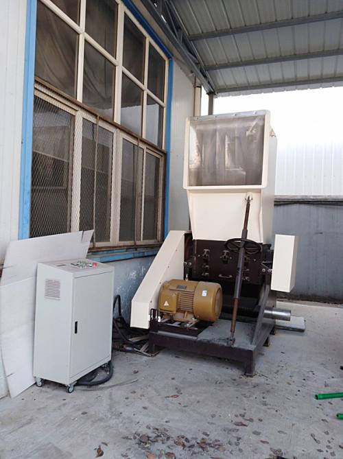 Prix de fabricant de broyeur de plastique recyclé de déchiqueteur en plastique de Tongsan Swp 630