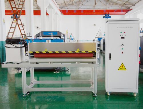 Machine de traitement de corona de RCH-3100 pour la préparation de surface ondulée creuse de feuille de pp