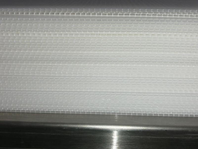 Tongsan 1.7mm PP hollow corrugated sheet with 40% fillermatch making machine testing successful