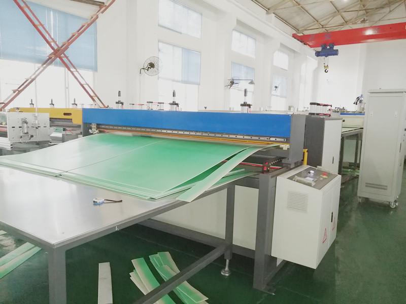 Cutting machine for PP sheet machine