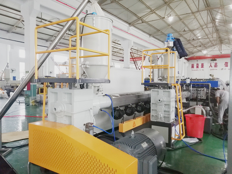 Co-extruder for corrugated sheet production line