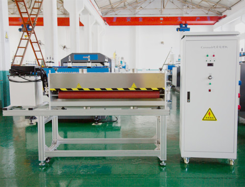 Machine de traitement de corona de RCH-600 pour la préparation de surface ondulée creuse de feuille de pp