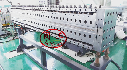 pp hollow corrugated sheet mold