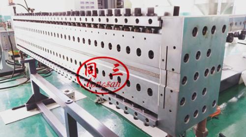 Le moule creux de machine de fabrication de cartons ondulés de feuille de grille creuse de PP à vendre