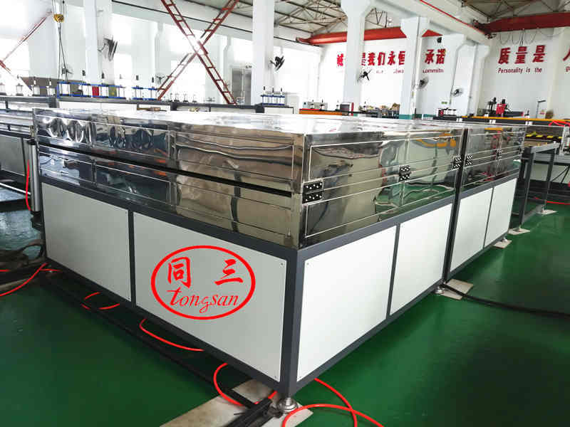 Oven for plastic hollow sheet