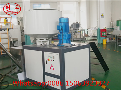 Raw material mixer for hollow corrugated sheet making machine