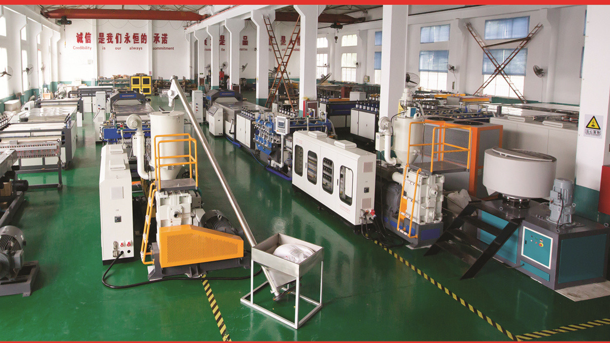 Plastic hollow corrugated sheet machine workshop