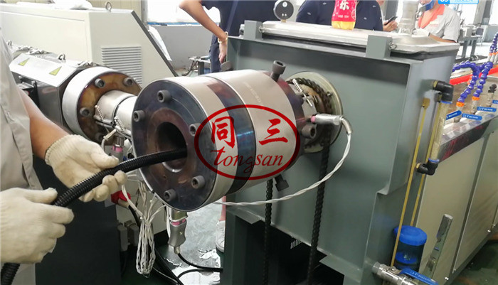 plastic pipe feeding device