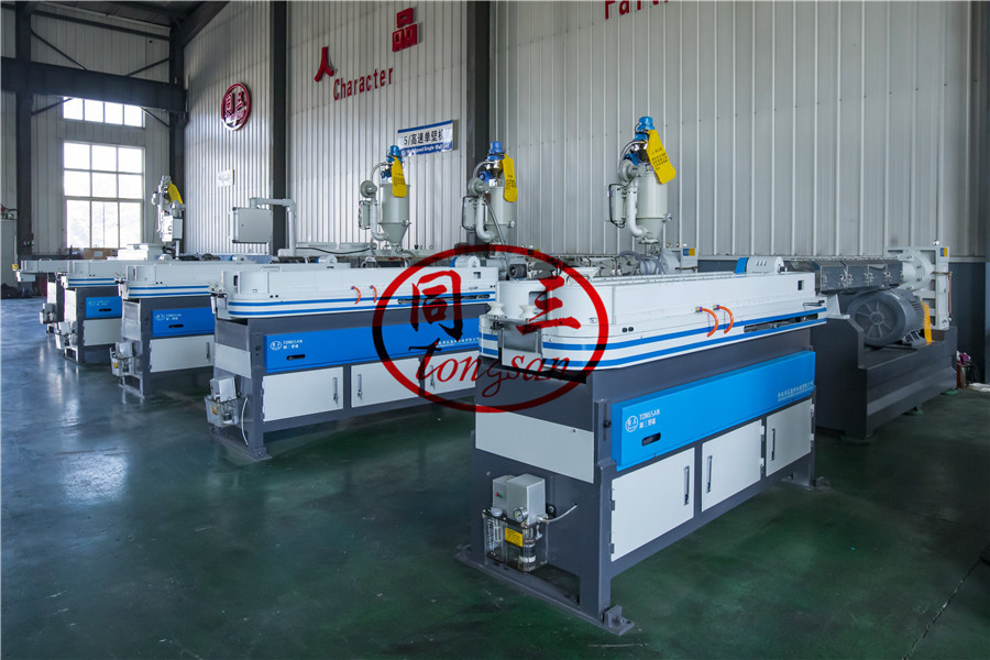 corrugated pipe machine running