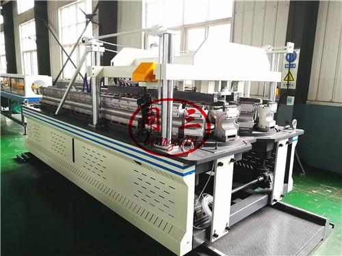 DWC pipe vacuum forming machine