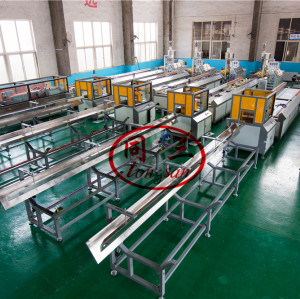 Wastage Wood Plastic Composite WPC Decking Extrusion Line Machine