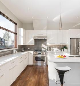 خزائن المطبخ الأبيض ورنيش الحديثة للمنزل المشروع للبيع