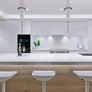 اللوحة الحديثة على شكل تصميم المطبخ مجلس الوزراء مع تصميم الجزيرة