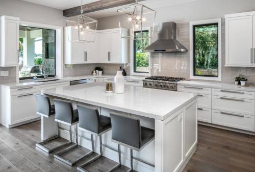 Armoires de cuisine RTA Shaker Coût d'aménagement blanc avec îlot