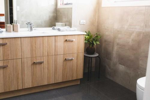 Mueble de baño de madera contrachapada con tocador con lavabo en venta