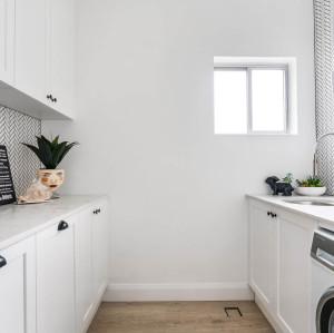 غرفة الغسيل تصميم خزانة خشبية الغسيل وفوق