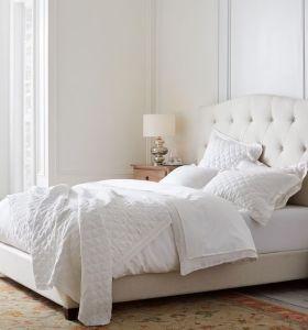 Conjunto de diseño de cama de tapicería de tela con cabecera
