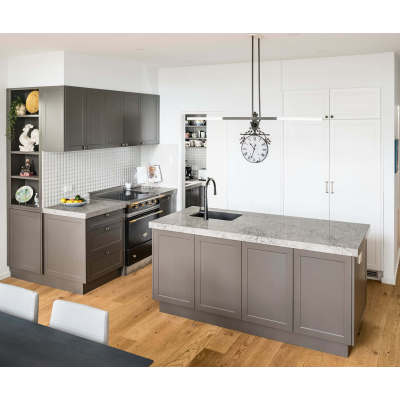 Project kitchen furniture brown color shaker kitchen cabinet with sink and isalnd