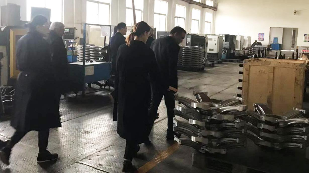 visitando la fábrica de mecanizado
